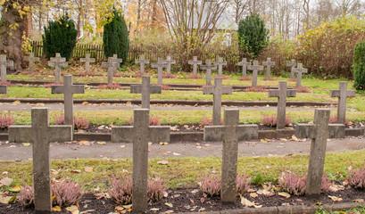 Grabkreuze auf dem Kadettenfriedhof in Plön