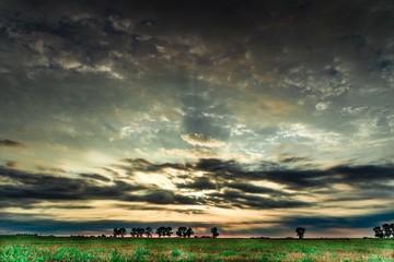 wschód słońca i kolorowe niebo
