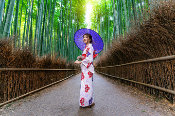 Wall Mural - Bamboo Forest. Asian woman wearing japanese traditional kimono at Bamboo Forest in Kyoto, Japan.