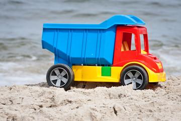 Obraz Zabawka na plaży - fototapety do salonu