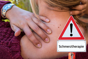 Frau mit Nackenschmerzen Schmerztherapie