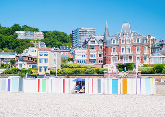Fotomurales - Le Havre, cabanes de la plage en Normandie, France