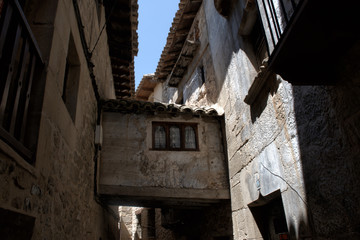 Casas antiguas en el centro histórico del pueblo de Valderrobles.