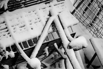 Foto astratta di ferri con neve sopra