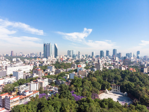 Vista panorámica del Skyline de la Ciudad de México desde el Parque España