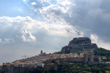 Vista de Morella con el cielo nublado