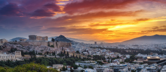 Fotobehang Athene Panorama view on Acropolis in Athens, Greece, at sunrise. Scenic travel background with dramatic sky.