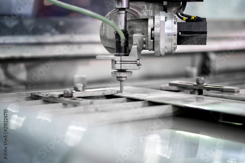Working process cutter high precision parts by waterjet cutting