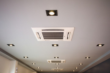 Ceiling mounted cassette type air conditioning system