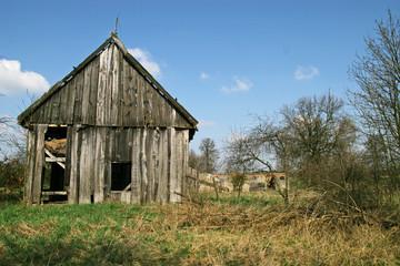 opuszczona stodoła ruina