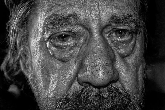 Uomo anziano, primo piano.