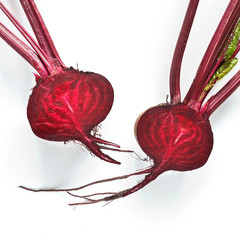 Fototapete - Fresh beets with tops  isolated on a white background, top view.