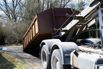 Truck roll-off dumpster