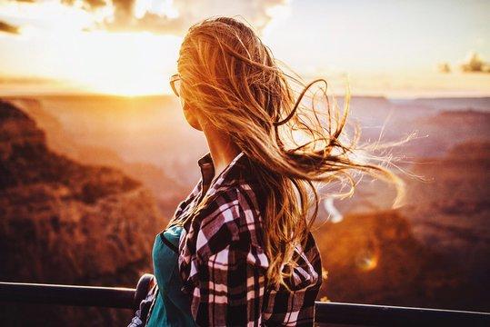 Grand canyon sunset girl