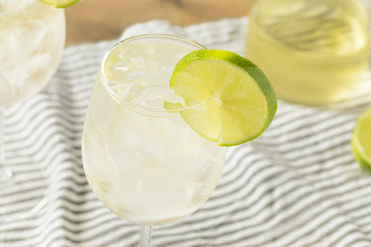 Alcohlic Refreshing Wine Spritzer