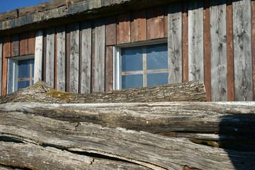 Holzhütte mit Holzbalken