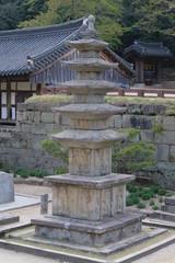Fotobehang Fontaine Hwaeomsa Buddhist Temple
