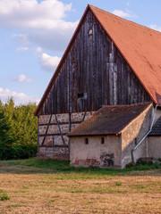 Altes Fachwerkhaus auf dem Land
