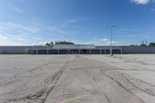 Large empty storefront and empty parking lot