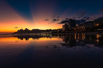 Wall Mural - View of Sunset in Ipanema Beach, With Rays of Sun in the Sky, Reflecting in Water