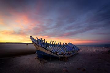 El amanecer muestra el abandono