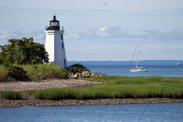 Fototapeten Leuchtturm Sailboat Passing by Black Rock Harbor Lighthouse in Connecticut