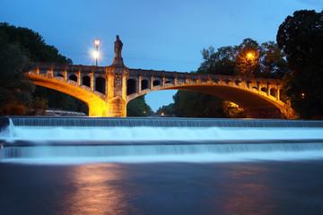 Foto op Aluminium Gondolas the maximiliansbrücke over the river isar in munich
