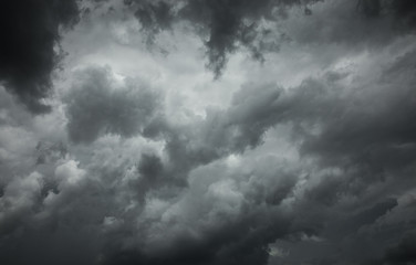Papier Peint -  storm clouds before the rain. Bad weather, rain clouds.