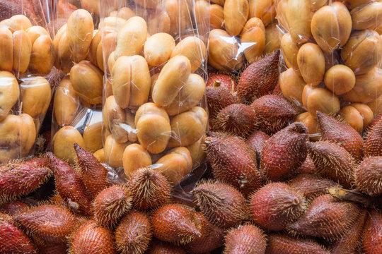 Peeled and unpeeled sala, snakefruit, street market stall, Bangkok, Thailand