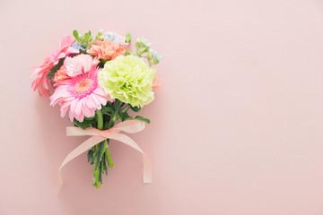 ガーベラとカーネーションの花束