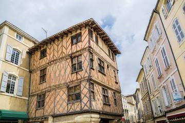 Wall Mural - Maison très ancienne à colombages à Auch.