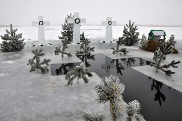 Cut the crosses from the ice to consecrate the water to the Epiphany