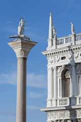 Fototapete - Ancient column in front of Palazzo Ducale (Doge's Palace) near San Marco Basilica. Venice, Italy.
