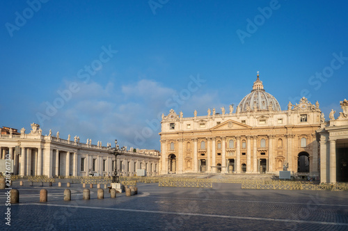 Wall mural Saint Peter's basilica in St Peter's square in Vatican, Rome Italy