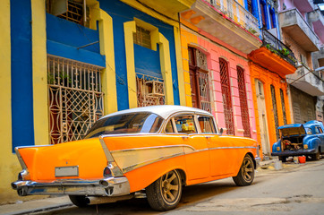 Aluminium Prints Havana old American car on the street of the Cuban capital Havana