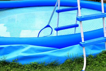 Ende der Badesaison, Pool entleeren