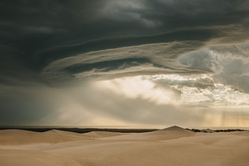 Papiers peints Desert de sable Moody desert sky in evening