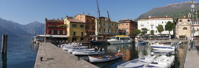 Malcesine - porto e imbarco battelli per le gite sul Lago di Garda