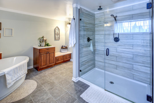 Amazing master bathroom interior in a big house.