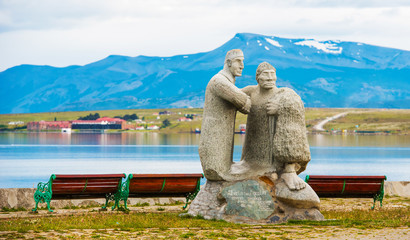 Photo sur Plexiglas Commemoratif Stone sculpture in the background of the mountains, Puerto Natales, Chile. Copy space for text.