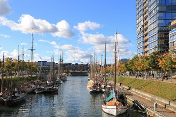 In de dag Poort maritimes Flair am Germaniahafen am Kay-City in Kiel im Herbst