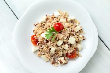 Risotto con tonno, mozzarella e pomodoro