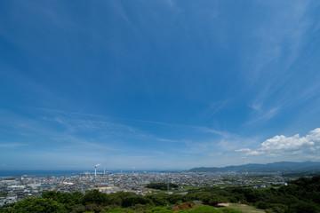 三島公園から望む愛媛県四国中央市街並みと瀬戸内海