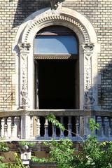 Балкон  - площадка с перилами