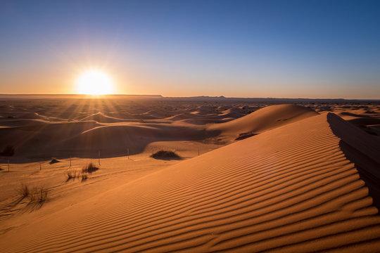 Sonnenaufgang in der Wüste von Marokko