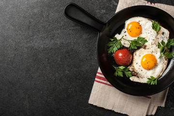 Fried eggs with tomato