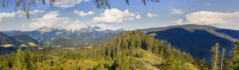 Alpenpanorama. Landscape in the Alps. Berglanschaft im Sommer.