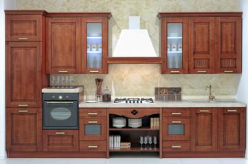 Cucina tradizionale classica con ante in legno massello