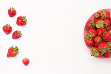 fresas sobre mesa blanca