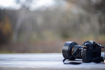 テーブルに残されたカメラ